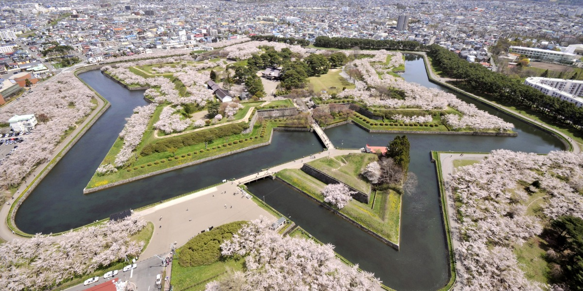 みちのく三大桜と函館五稜郭の桜を満喫する3泊4日