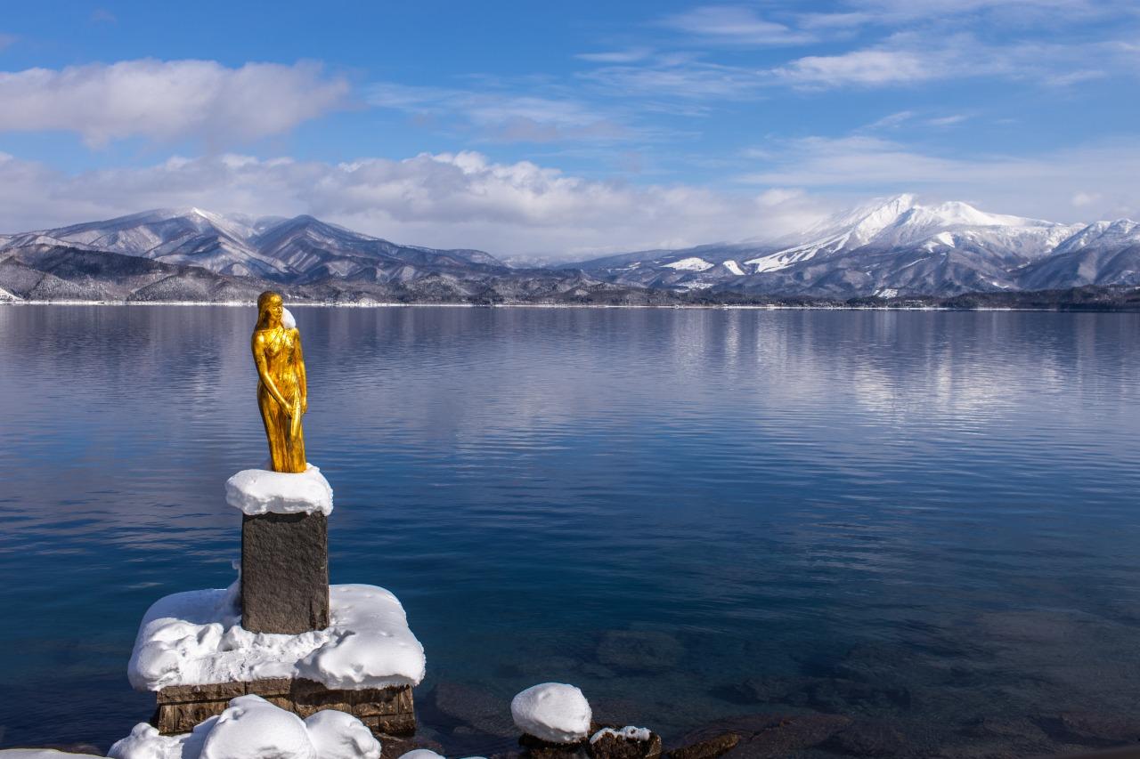 ทะเลสาบทะซะวะและรูปปั้นทัตสึโกะ