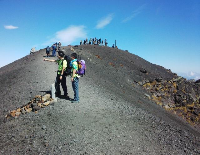 雄大な岩手山を望みながら安比・八幡平を経て裏岩手縦走路へ。